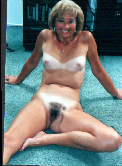 grandmother and daughters nude